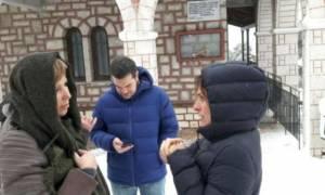 Ο Αλέξης Τσίπρας για βόλτα στα χιόνια με την Μπέτυ Μπαζιάνα και την Όλγα Γεροβασίλη