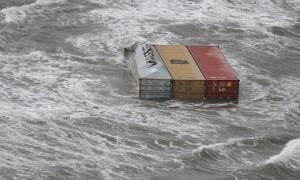Ολλανδία: Γιατί η θάλασσα ξεβράζει τηλεοράσεις, έπιπλα, ρούχα και παιχνίδια;
