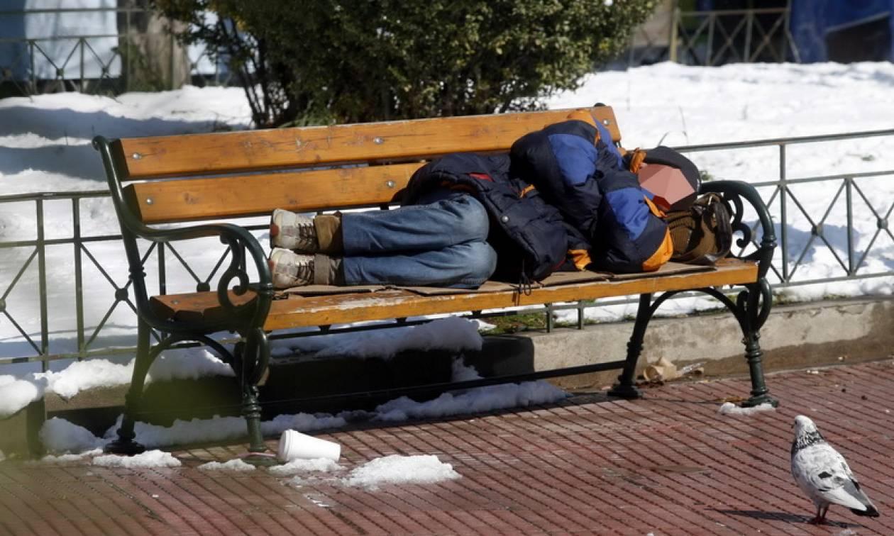 Κακοκαιρία: Δεκάδες άστεγοι βρήκαν καταφύγιο στους θερμαινόμενους χώρους του δήμου Αθηναίων