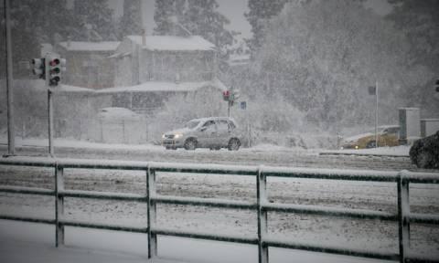 Οδήγηση στο χιόνι: Όλα όσα πρέπει να γνωρίζει ο οδηγός για να μετακινηθεί με ασφάλεια (vid)