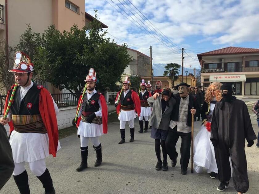 Η Εύξεινος Λέσχη Χαρίεσσας αναβίωσε το έθιμο των Μωμό'ερων (pics)