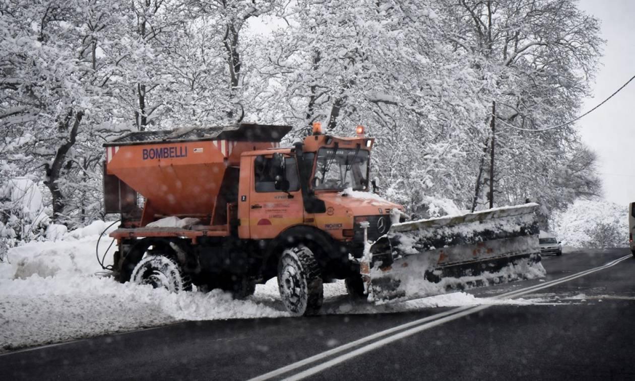 Καιρός: Παρέλυσε από τον σφοδρό χιονιά η Ελλάδα – Μάχη για να παραμείνει ανοιχτή η Αθηνών - Λαμίας
