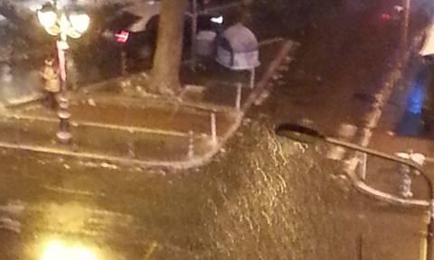 Καιρός: Πυκνή χιονόπτωση στο κέντρο της Θεσσαλονίκης - Αποκλείστηκε η Νέα Μηχανιώνα (pics+vid)