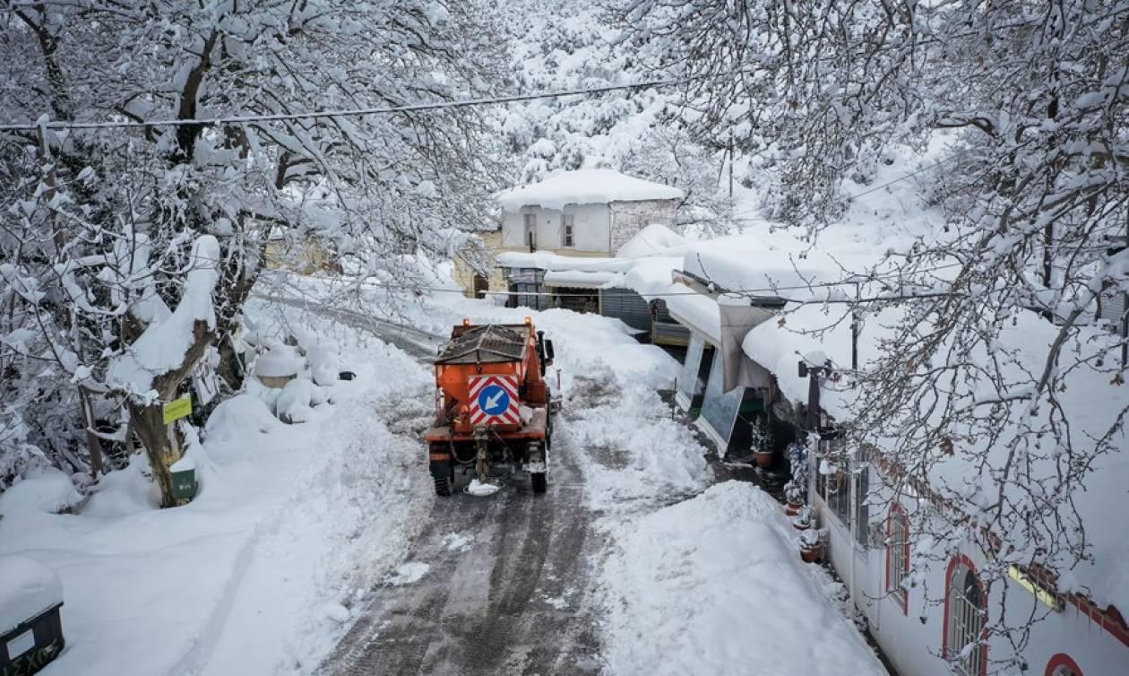 Καιρός ΤΩΡΑ: Ποιοι δρόμοι είναι κλειστοί - Ποια χωριά έχουν αποκλειστεί