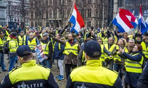«Κίτρινα γιλέκα»: Στους δρόμους της Γαλλίας για την πρώτη κινητοποίηση του έτους (vid)