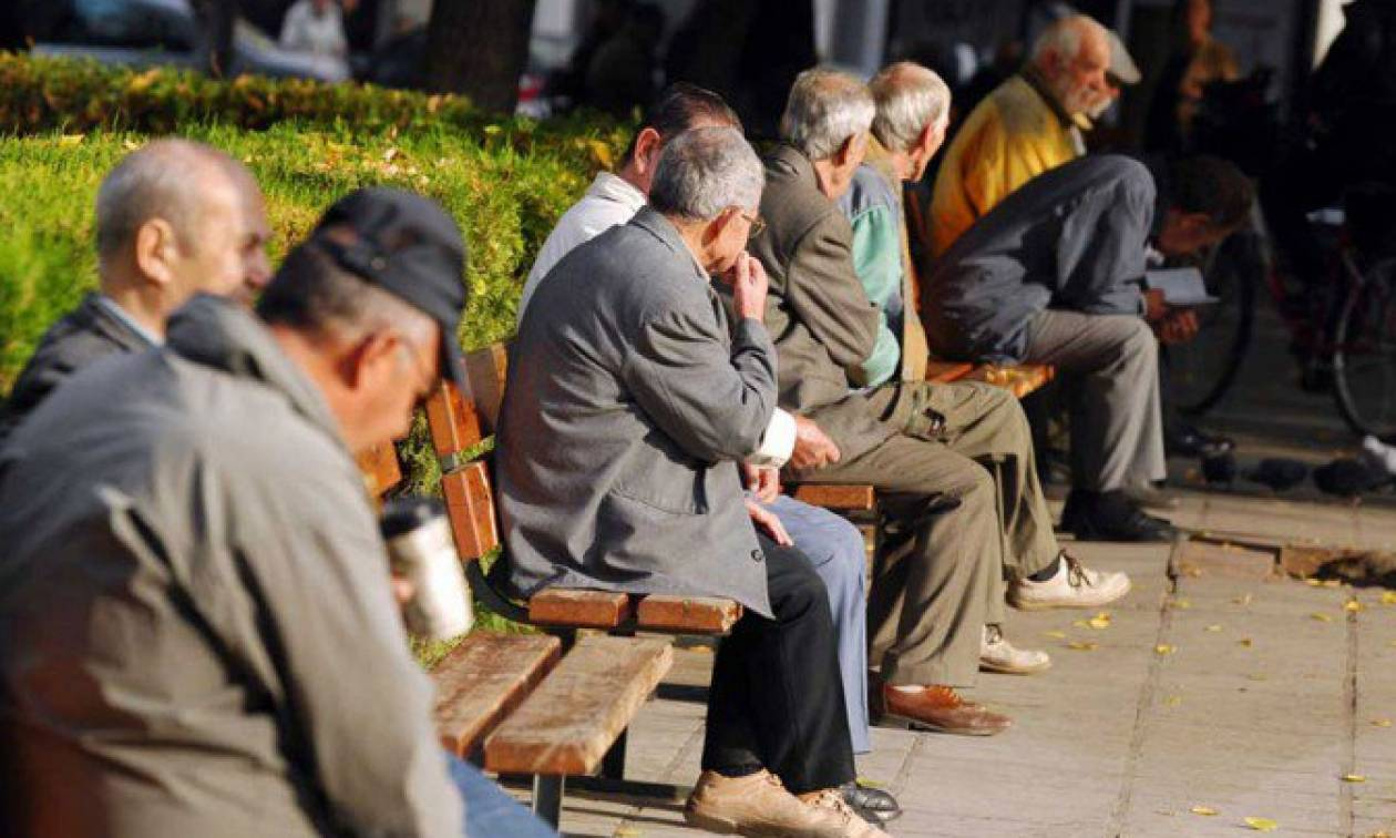 Δημογραφική «βόμβα»: Τουλάχιστον 800.000 λιγότεροι Έλληνες τα επόμενα χρόνια