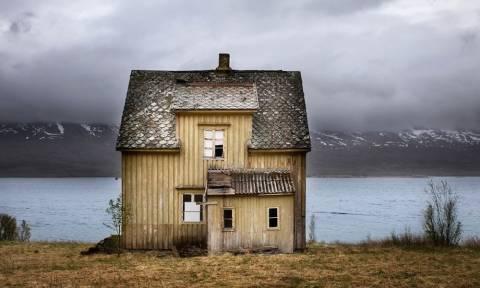 Κάποιοι ανατριχιάζουν και κάποιοι άλλοι θαυμάζουν αυτά τα εγκαταλελειμμένα σπίτια. Εσείς; (pics)