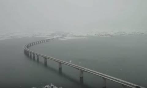 Μοναδικό time-lapse βίντεο: Το χιόνι... εξαφανίζει γέφυρα τεχνητής λίμνης στην Κοζάνη