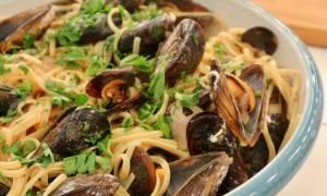 Η συνταγή της ημέρας: Λιγκουίνι με μύδια σε σάλτσα ντομάτας