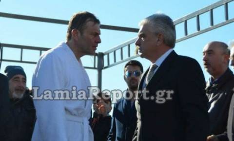 «Κατέβα κάτω, έχεις τελειώσει!» - Σόου Γκλέτσου στη Στυλίδα - Επιτέθηκε σε πρώην υποψήφιο της ΝΔ