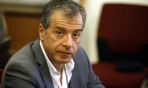 Θεοδωράκης: Να φύγουν τα κακά δαιμόνια της χώρας