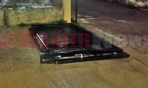 Αγωνία στον Πύργο: 6χρονο αγόρι καταπλακώθηκε από πόρτα νεκροταφείου - Τραυματίστηκε σοβαρά