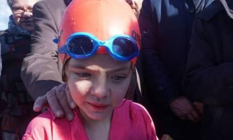 Θεοφάνεια: Ένα 9χρονο κοριτσάκι έπιασε τον Σταυρό στην Κρήτη (pics)