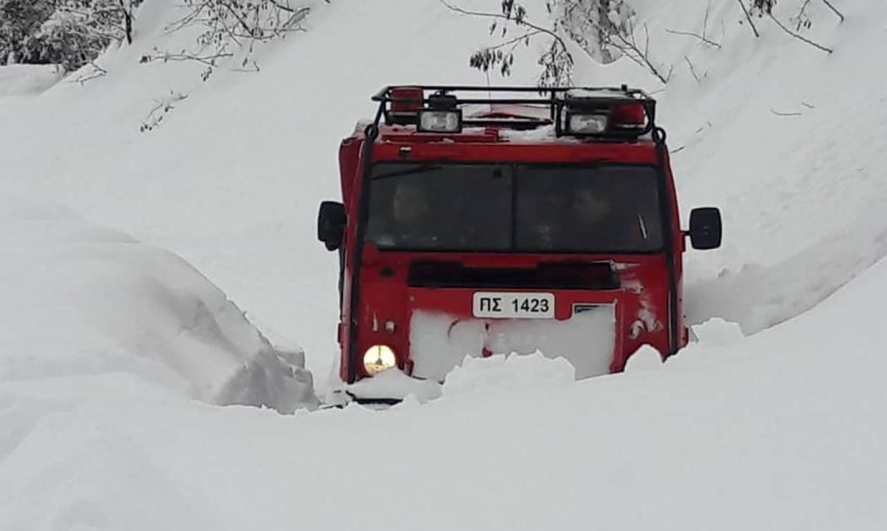 Το σημαντικό έργο της ΕΜΑΚ: Περπάτησαν 3 χλμ στα χιόνια για να πάνε φάρμακα σε ηλικιωμένο (pics)