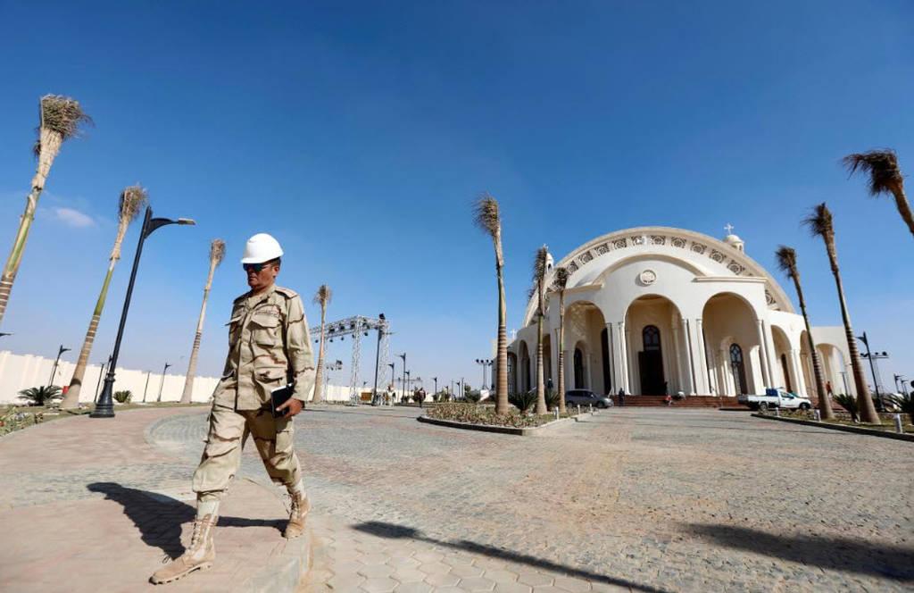 Αίγυπτος: Το μεγαλύτερο ναό και το μεγαλύτερο τζαμί στη Μέση Ανατολή εγκαινίασε ο αλ Σίσι (pics)