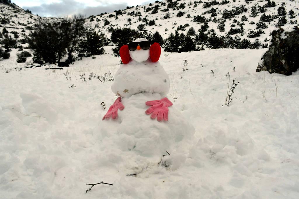 Καιρός Αθήνα: Ο «Τηλέμαχος» έφτασε στην Αττική - Πού χιονίζει τώρα (pics&vids)