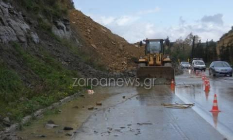 Χανιά: Παραμένει κλειστή η Εθνική οδός λόγω κατολίσθησης