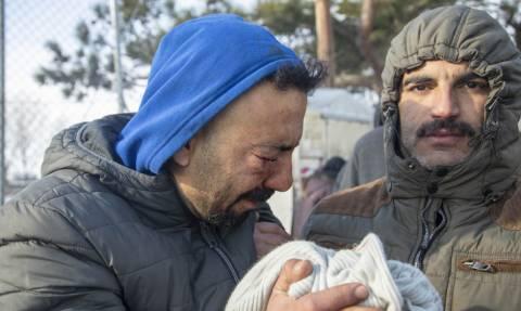 Επεισόδια στα Διαβατά μεταξύ προσφύγων και οδηγών - Δύο τραυματίες (pics+vid)
