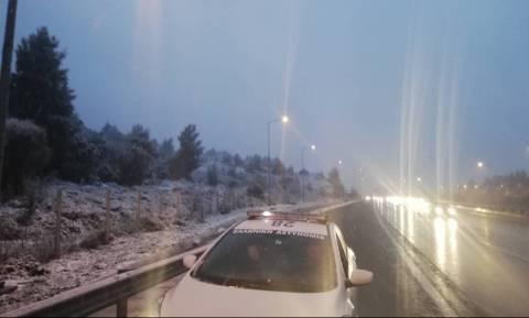 Καιρός ΤΩΡΑ: Πυκνή χιονόπτωση σε Μαλακάσα και Ωρωπό – Νιφάδες στην Κηφισιά (pics+vids)