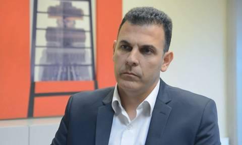 Κλειστά σχολεία αύριο: Τι απαντά ο Γιώργος Καραμέρος στο Newsbomb.gr για τα σχολεία της Αττικής