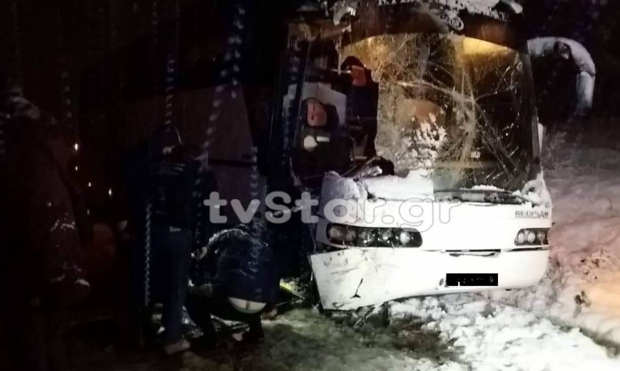 Εύβοια: Λεωφορείο του ΚΤΕΛ συγκρούστηκε με εκχιονιστικό (pics)