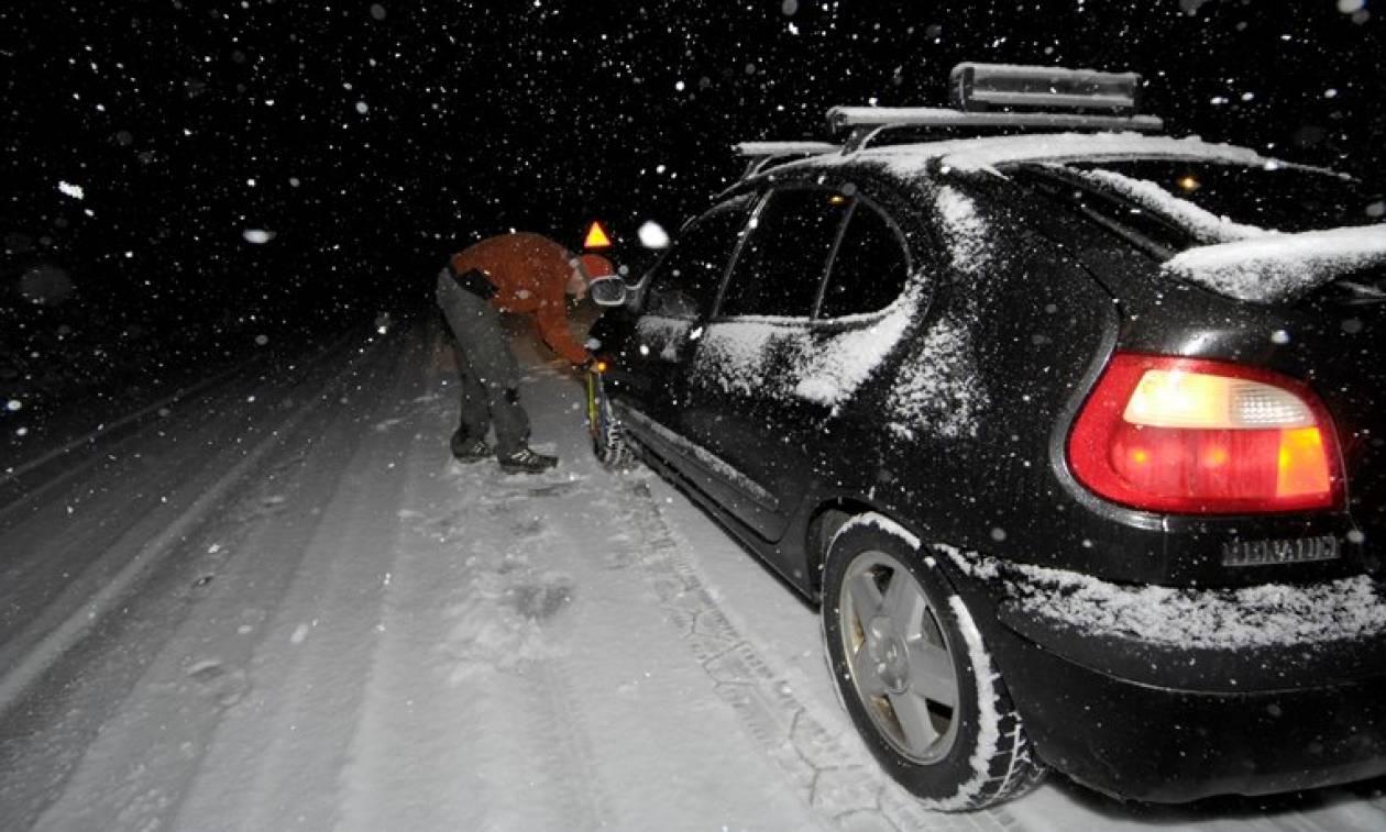 Καιρός ΤΩΡΑ: Ο χιονιάς σαρώνει Φθιώτιδα, Βοιωτία, Αττική - Μάχη για να μην κλείσει η εθνική οδός