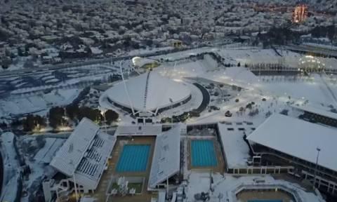 «Τηλέμαχος»: Η χιονισμένη Αθήνα από ψηλά - Δείτε υπέροχες εικόνες από drone (vid)