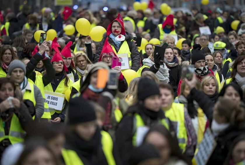 Γαλλία: Μάζεψαν 117.000 ευρώ για τον μποξέρ των Κίτρινων Γιλέκων - Εξοργισμένοι οι υπουργοί (vid)