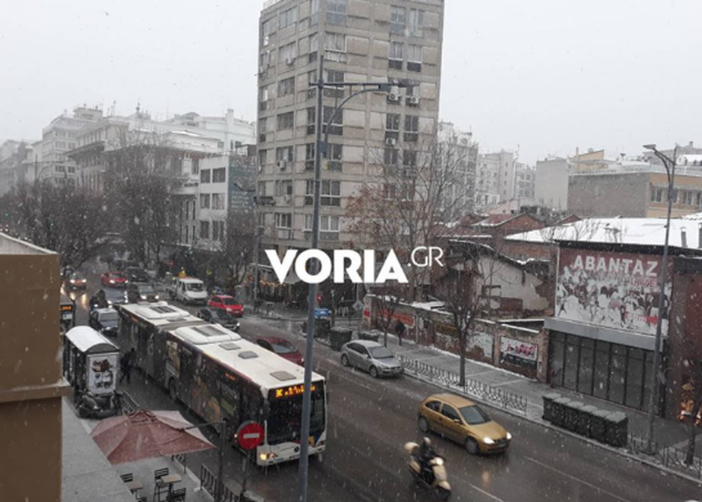 Καιρός – Η «Υπατία» χτυπά τη Θεσσαλονίκη: Χιονίζει στο κέντρο της πόλης (pic-vid)