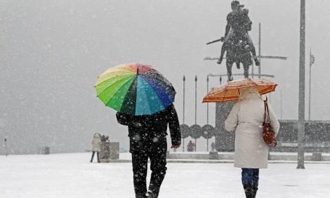 Καιρός - Η «Υπατία» σκέπασε τη Θεσσαλονίκη με χιόνια - Πού θα «χτυπήσει» ο χιονιάς τις επόμενες ώρες