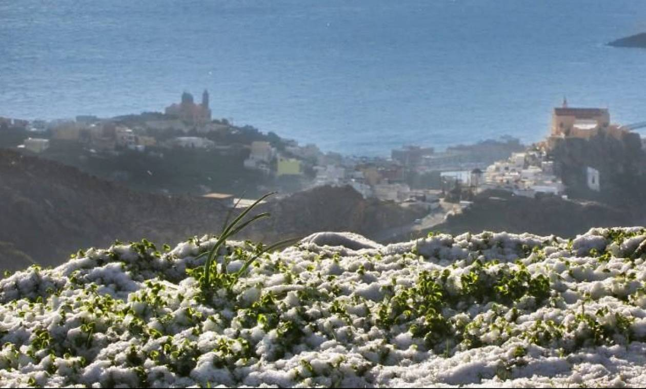 Στα λευκά και οι Κυκλάδες: Χιόνια σε Πάρο, Σύρο, Τήνο και Άνδρο (vid+photos)