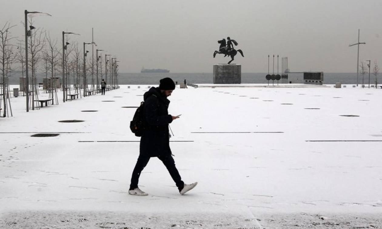 Καιρός: Ο χιονιάς «χτύπησε» τη Θεσσαλονίκη - Μαγευτικές εικόνες από το χιονισμένο κέντρο της πόλης