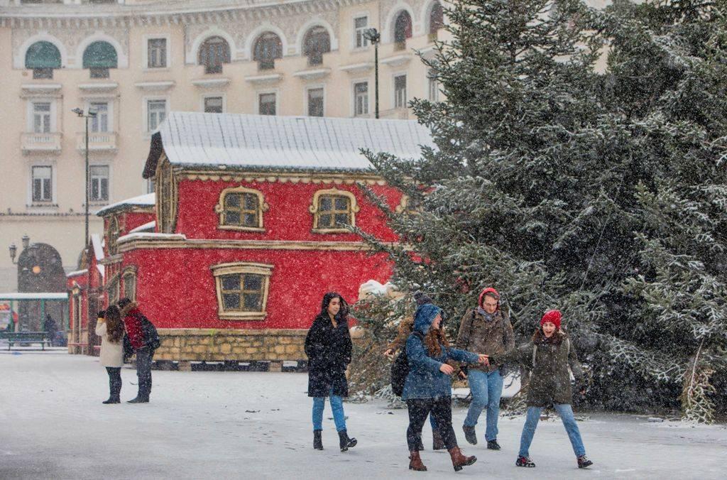 Καιρός - Ο χιονιάς «χτύπησε» τη Θεσσαλονίκη - Μαγευτικές εικόνες από το χιονισμένο κέντρο της πόλης