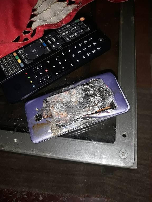 Απίστευτο: Κινητό εξερράγη στην τσέπη μαθητή (pics)