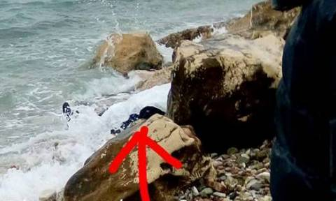 Θρίλερ με πτώμα άνδρα που εντοπίστηκε σε παραλία της Πάτρας (pics +vid)
