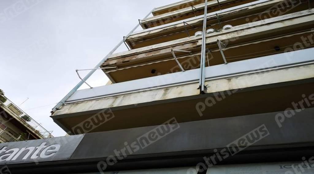 Πύργος: Μπαλκόνι έπεσε...πάνω σε αυτοκίνητο (pics)
