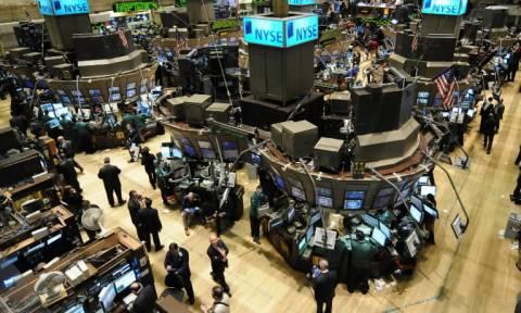 Fed και Κίνα βοήθησαν τους δείκτες στη Wall Street