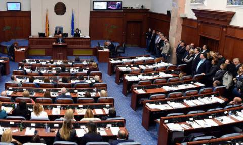 Bloomberg: Ψηφοφορία στα Σκόπια για την αλλαγή του ονόματος - Κρίνεται το μέλλον σε ΝΑΤΟ και ΕΕ