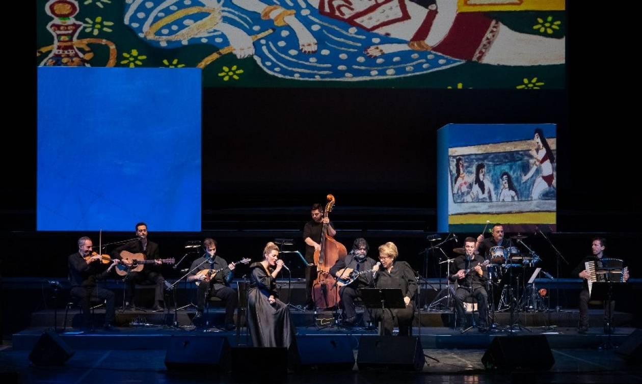 Η Δήμητρα Γαλάνη και η Νατάσσα Μποφίλιου τραγουδούν Τσιτσάνη στη Θεσσαλονίκη (pics)
