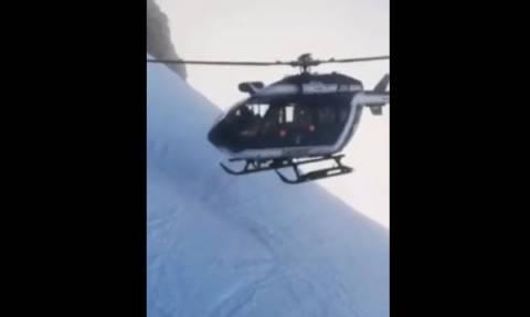 Κόβει την ανάσα! Εντυπωσιακή διάσωση σκιέρ στις Άλπεις (vid)