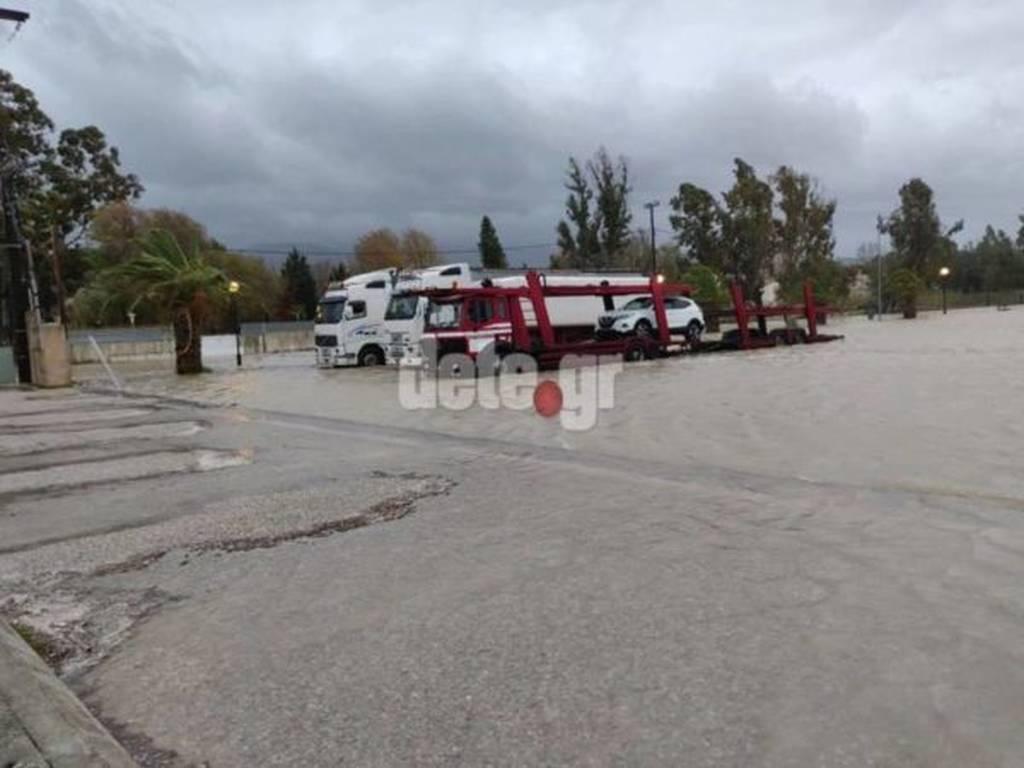 Καιρός: Πλημμύρισε η παραλία στο Ρίο - Απεγκλωβισμός οδηγού (pics)