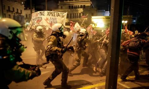 Ένταση, συγκρούσεις και χημικά στην πορεία κατά της Μέρκελ στο κέντρο της Αθήνας (pics+vid)