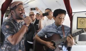 Διαφορετική εμπειρία: Πτήσεις με ζωντανή μουσική προσφέρει αεροπορική εταιρεία (pics)