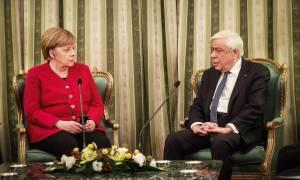 Παυλόπουλος: Ανοιχτό το θέμα των αποζημιώσεων - Μέρκελ: Αναγνωρίζουμε τα εγκλήματα των Ναζί