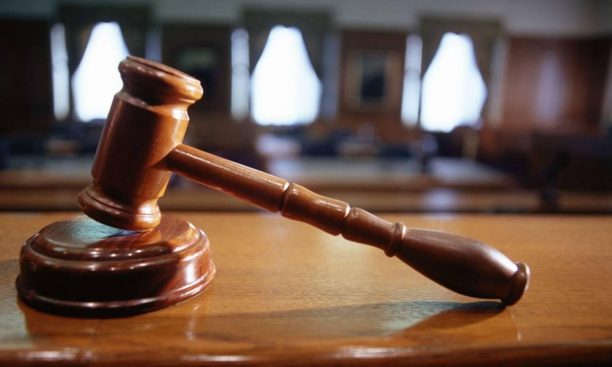 Χανιά: Απολογείται στον ανακριτή ο καθηγητής που κατηγορείται για ασέλγεια σε μαθήτριές του (vid)