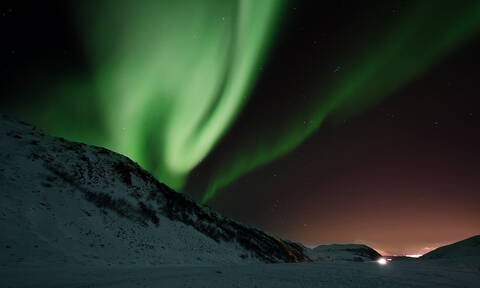 Το ουράνιο πέπλο του Τρόμσο που «χορεύει» στο σκοτάδι και μαγεύει ολόκληρο τον κόσμο (pics+vids)