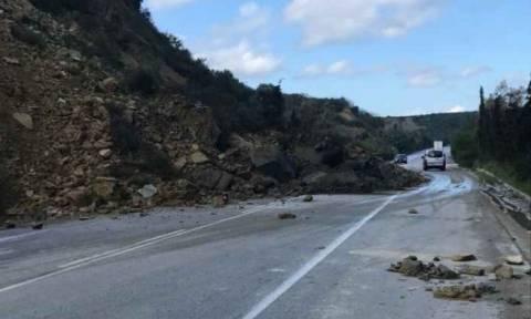 Καιρός: Κλειστός ο δρόμος από τον κόμβο του Γαλατά μέχρι τον κόμβο του Πλατανιά στα Χανιά