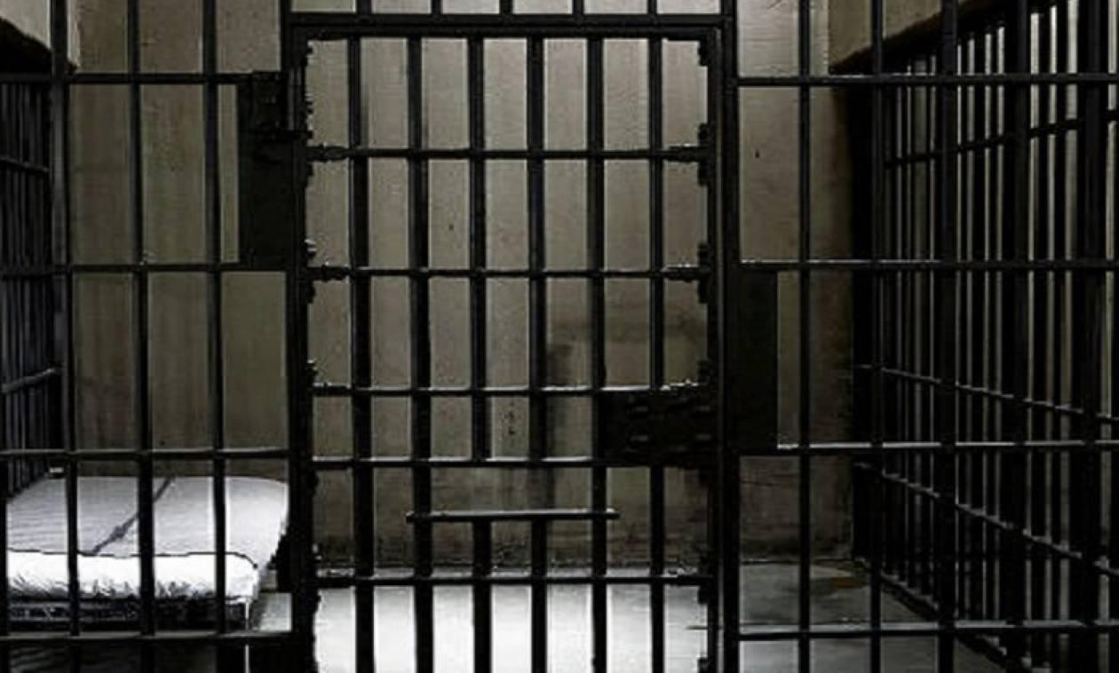 Χανιά: Προφυλακίστηκε ο καθηγητής που ασελγούσε σε μαθήτριές του