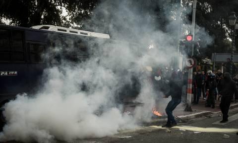 ΕΔΕ κατά αστυνομικών για τους τραυματισμούς στην πορεία των εκπαιδευτικών – Καταδικάζει η Γεροβασίλη