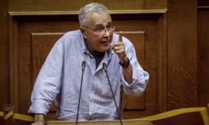 Ζουράρις από... άλλη διάσταση: Η κυβέρνηση σακατεύει τη Μακεδονία, αλλά τη στηρίζω!